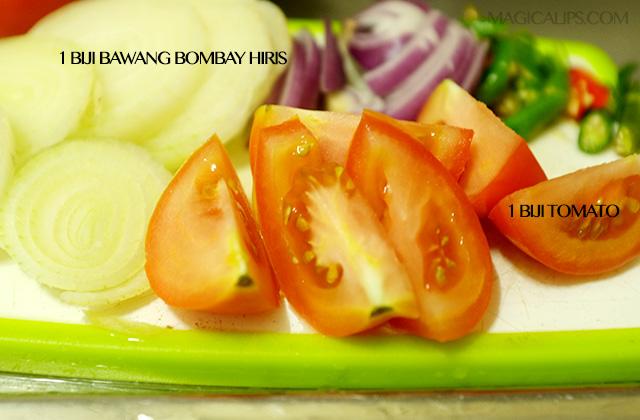 Hiris bulat bawang, potong 6 tomato
