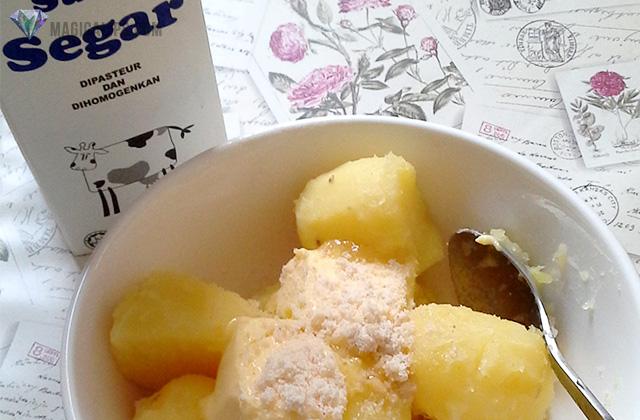 Hancurkan kentang.Campurkan perasa, butter dan lenyek2 gaul.Masukkan susu sikit demi sedikit & kuantiti bergantung pada kepekatan kentang yang anda mahu