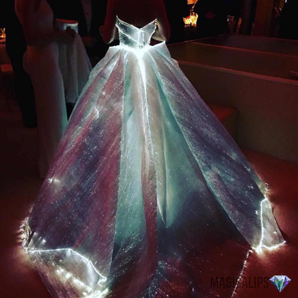 Cinderella-Waktu-Siang-Nampak-Biasa,-Malam-Bertukar-Cahaya-2