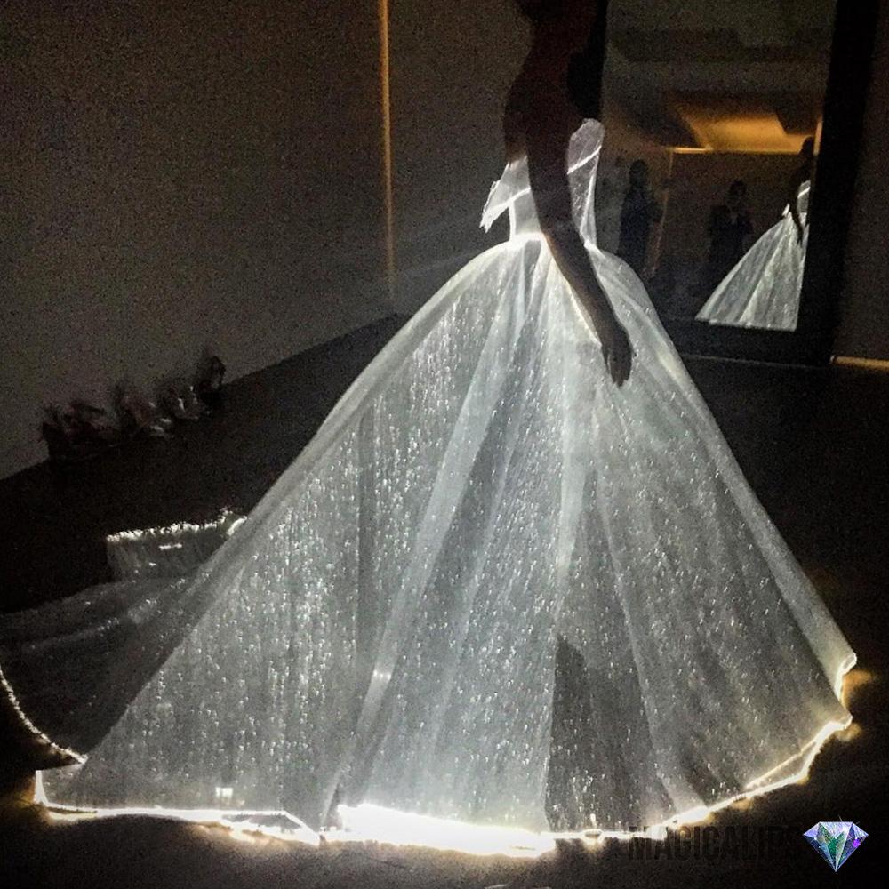 Cinderella-Waktu-Siang-Nampak-Biasa,-Malam-Bertukar-Cahaya-3