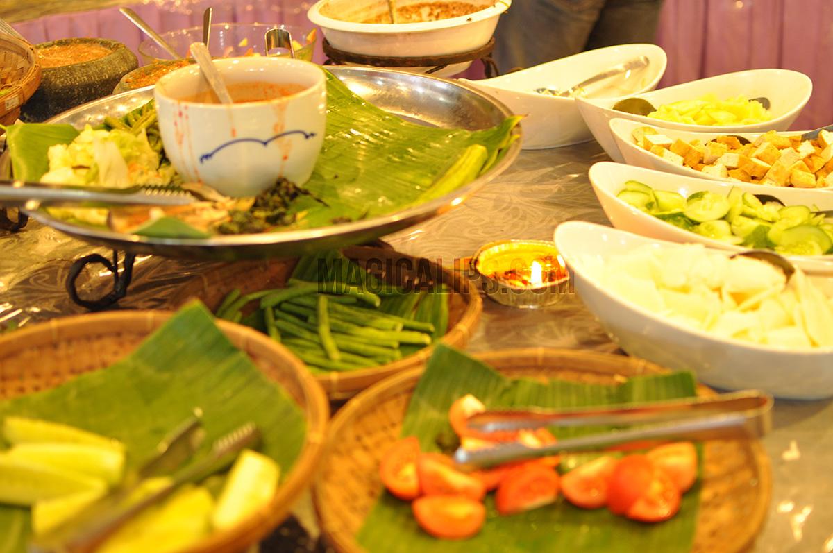 Jangan-Datang-Larkin-Jika-Tak-Singgah-Makan-Lauk-Campur-Di-Restoran-Sri-Bayu-1