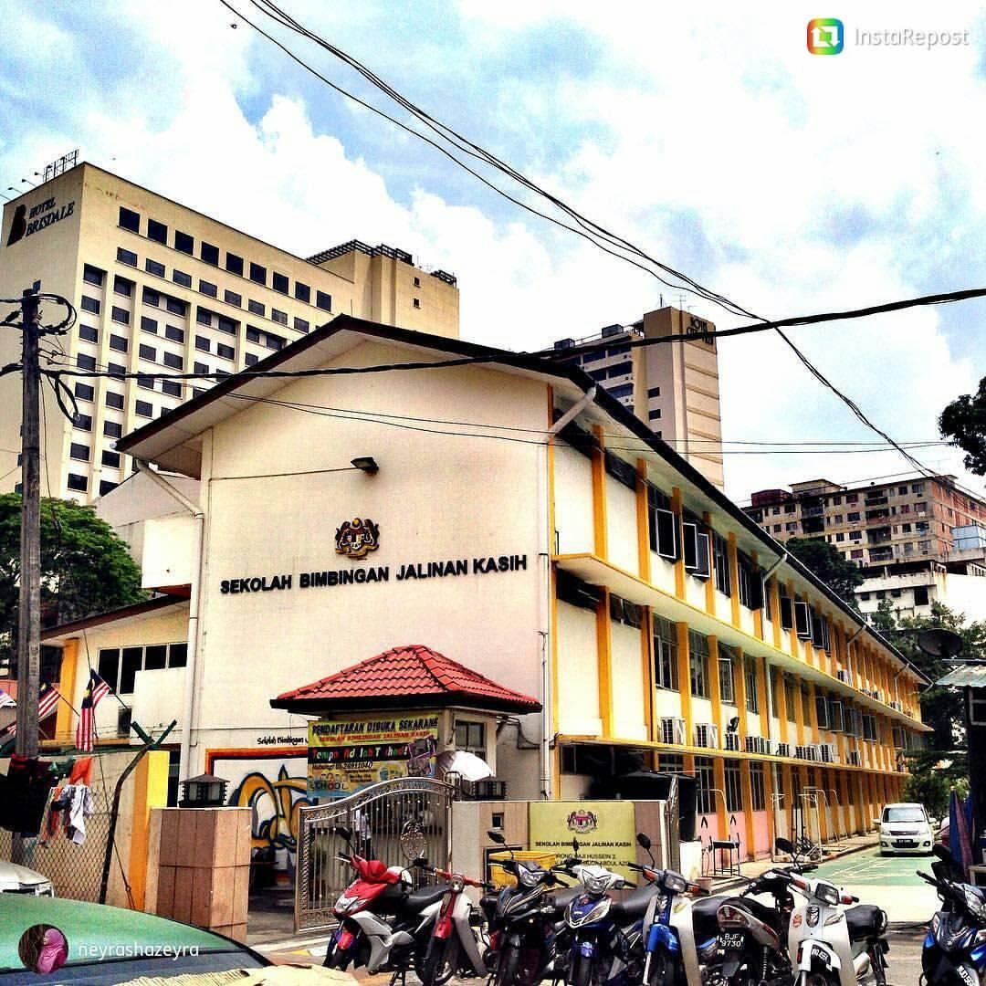 Tak-Sangka-Rupanya-Wujud-Sekolah-Percuma-Untuk-Anak-Gelandangan-di-Malaysia-3