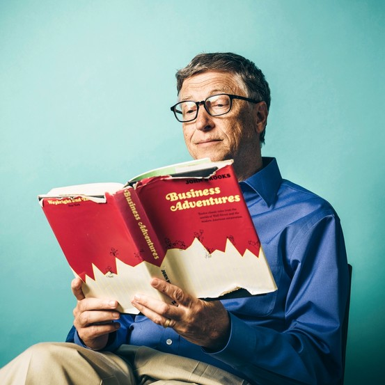 Bill Gates membaca lebih 50 buku setahun