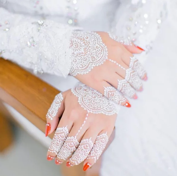 20 Corak Henna Putih Trend Paling Cantik Pada Pengantin